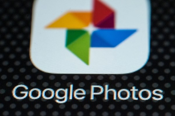 All Facebook users can now access a tool to port data to Google Photos