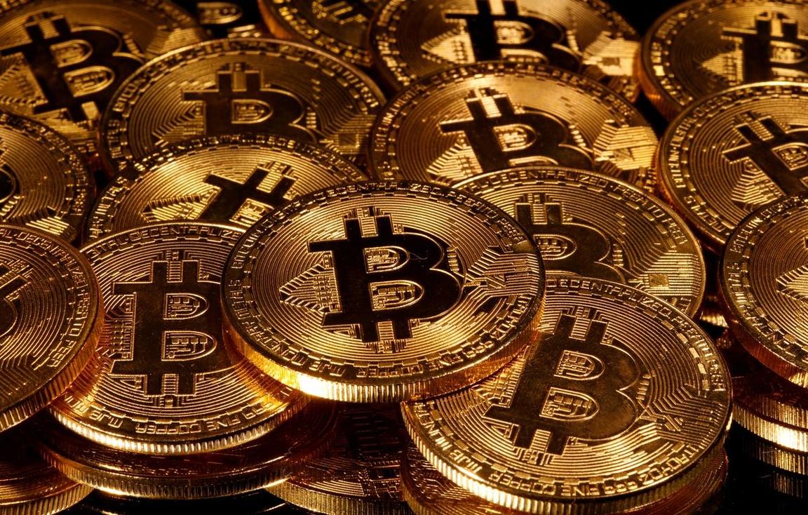 Crypto exchange Coinbase readies landmark stock market listing